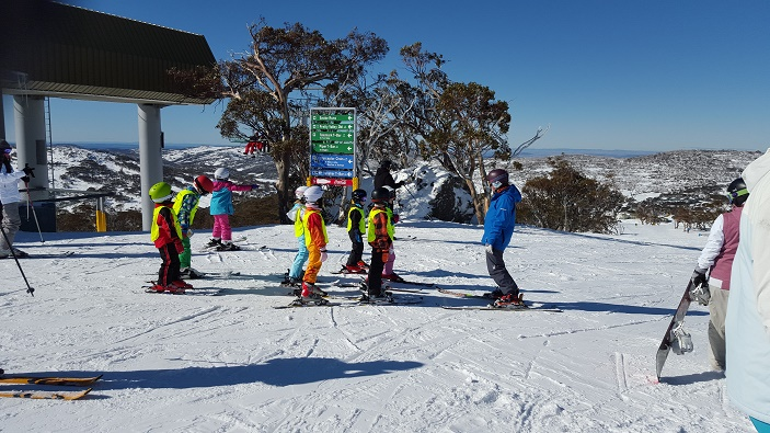 kids learning to ski